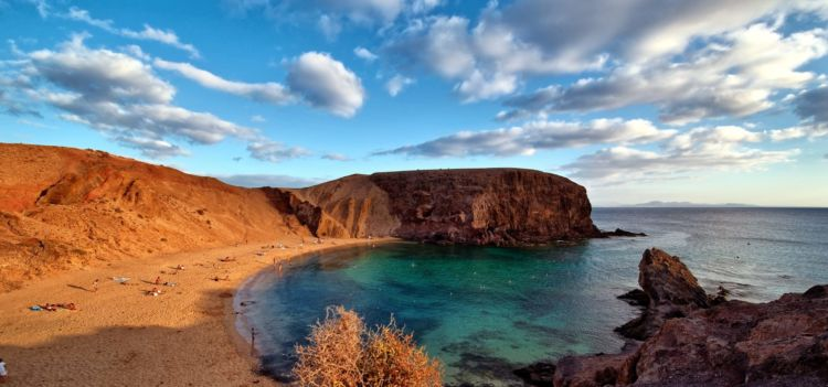 Vacanza a Lanzarote in autunno: voli da Milano e Roma con 7 notti in appartamento a soli 188€